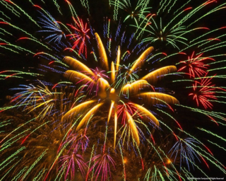 Fireworks_High-Quality-Mobile-Desktop-wallpapers.stillmaza.com-2
